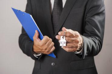 En cas de divorce avec risque de surendettement, le rachat de soulte par un tiers reste la bonne solution
